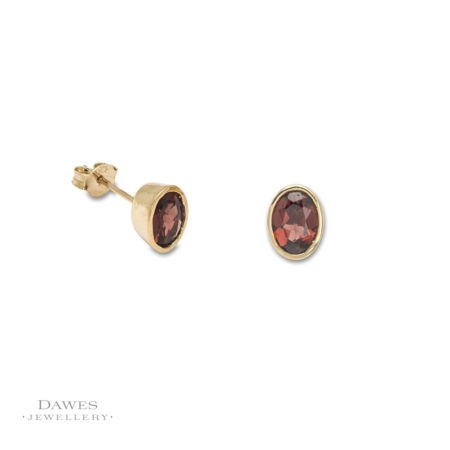 9ct Yellow Gold Oval Garnet Stud Earrings