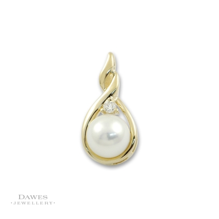 9ct Yellow Gold Cultured Pearl And Diamond Pendant