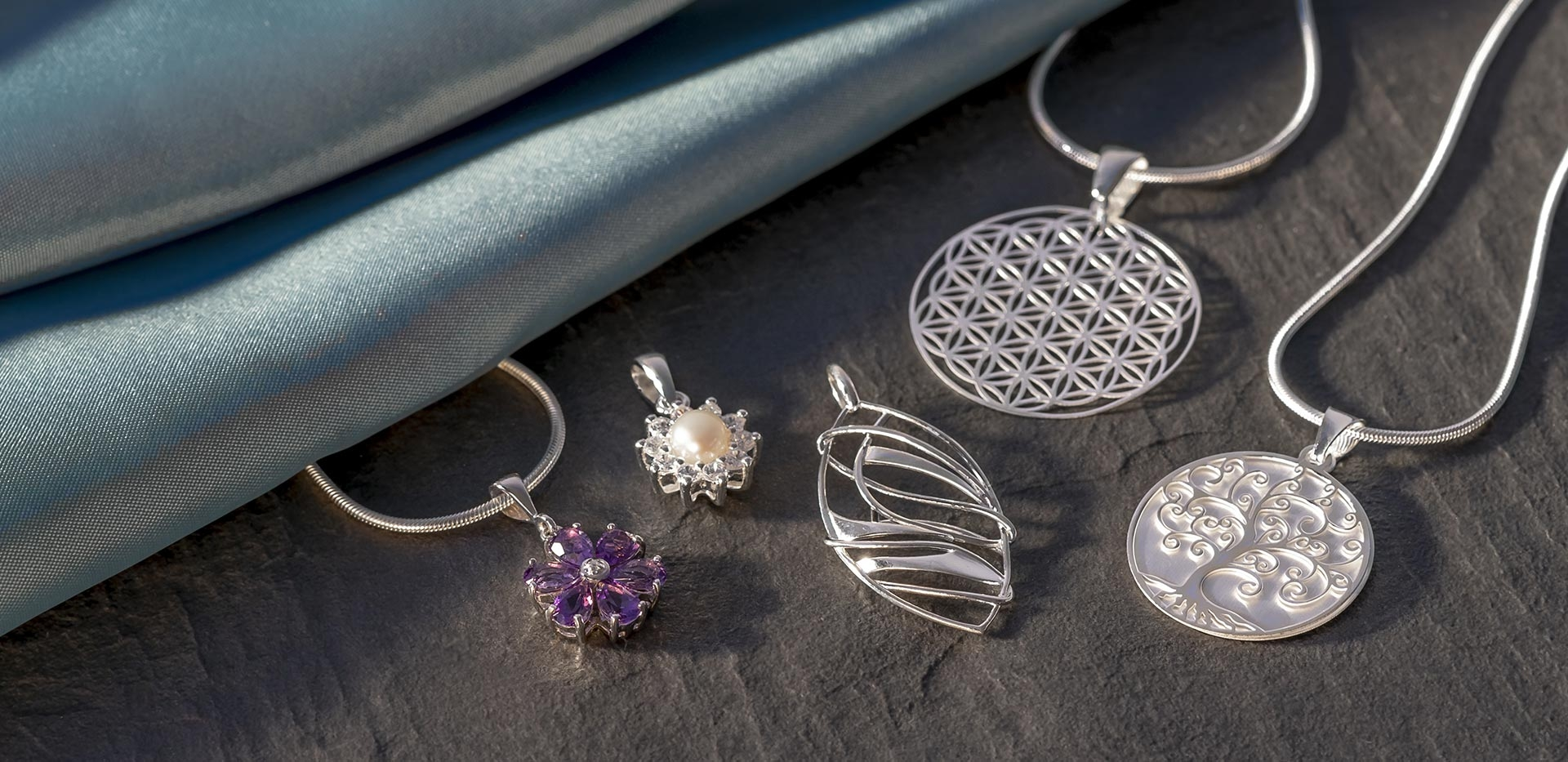 Pendants- Dawes Jewellery Category